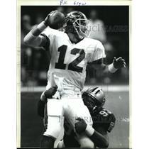 1992 Press Photo New Orleans Saints-Bills QB Jim Kelly gets sacked at goal line.