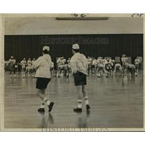 1971 Press Photo New Orleans Saints - Practice Moved Indoor From Hurricane Edith