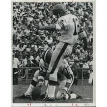 1969 Press Photo New Orleans Saints- Don Crockett gets field goal. - nos01113