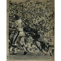 1969 Press Photo New Orleans Saints- Saints try to break up pass. - nos01254
