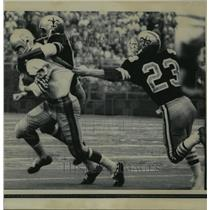 1968 Press Photo New Orleans Saints- Houston flanker is muscled to the ground.