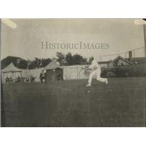 1921 Press Photo A man in action at a tennis court - net32615