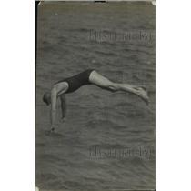 1918 Press Photo swimmer W. L. Wallen - net33553