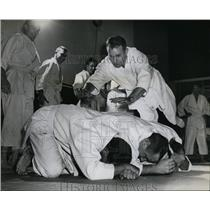 1958 Press Photo Police Officer Harold Gowing-judo session - orb85211