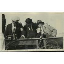 1919 Press Photo Fans & announcers at a horse race track - net33668