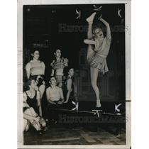 1938 Press Photo Mlle. Veronica, Champion High Kicker at Fascati's Restaurant
