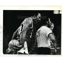 1979 Press Photo Denver George McGinnis gets vocal with referee Leroy Alexander