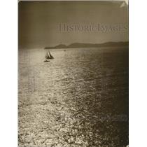 1925 Press Photo Yacht The Mariner leads a race off Tahiti - net31402