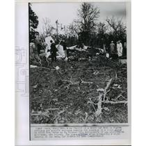 1963 Press Photo Police and airport employees examine light plane wreckage