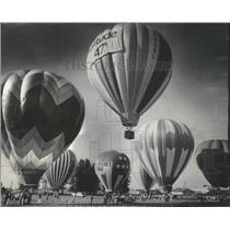 """1976 Press Photo Dennis Bradley's Hot Air Balloon at """"Hare and Hounds"""" Contest"""
