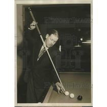 1929 Press Photo Felix Grange billiard champ of France at practice in NYC