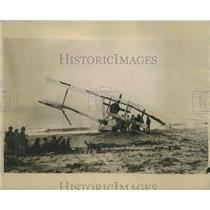 Press Photo Maj A Stuart MacLaren, ilot & crew & wrecked plane in Vancouver