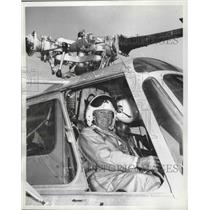 1959 Press Photo Frank B Wood at 7th Annual World Wide Weapons Meet - ney26866