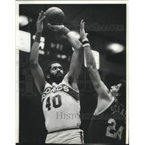 1982 Press Photo Seattle Supersonics basketball player,James Donaldson in action