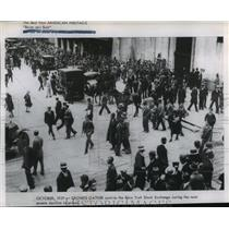1929 Press Photo Crowds Outside NY Stock Exchange during its most severe decline