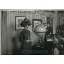 1902 Press Photo William Cook Daniels school room - RRU23821