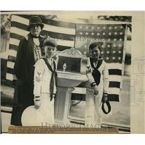 1923 Press Photo Founder of Daughters of American Revolution Honored - orb68692