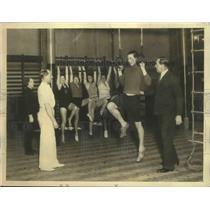 1932 Press Photo Bombardier Billy Wells Teaching Gym Class in London, England