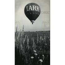 1975 Press Photo Bob Sparks' balloon liftoff before crossing Lake Michigan