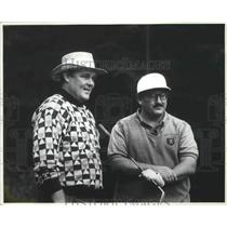 1994 Press Photo Basketball coach, George Karl, with golf buddy - sps03006