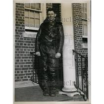 1934 Press Photo Pilot Lieutenant Howard Moore At U.S. Airmail Service At Newark