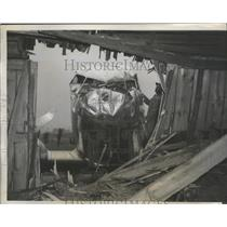 1941 Press Photo Airliner Skidded in Landing Broke Through Fence & Into Barn