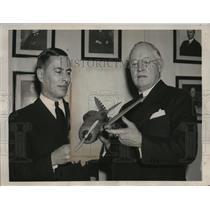 1940 Press Photo G.W. Lewis Dir. of NASA converses with S. Paul Johnston