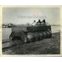 1910 Press Photo Amphibian Vehicle Made by Chrysler to Transverse Marshes