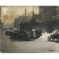 1920 Press Photo Automobile's Gathered on a Main Road in Town - nef67300
