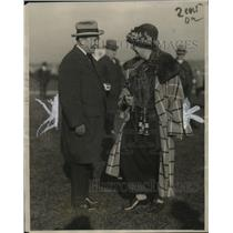 1923 Press Photo Mrs. Payne Whitney & MRs. August Belmont at Belmont Track