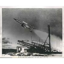 1952 Press Photo Fast Guided Anti-Aircraft Rocket Takes Off From Launching