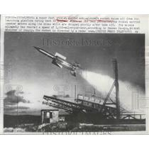 1952 Press Photo British Guided Anti-Aircraft Rocket Takes Off From Platform