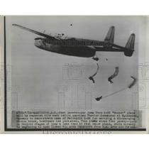 1946 Press Photo Test Paratroopers Jump From C-82 'Packet' Plane to Be Repeated