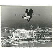 1991 Press Photo Mickey Mouse Balloon soars high-Resort Hotel and Magic Kingdom