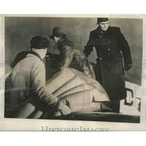 1939 Press Photo Crew of the Arado 79 loaded a Pneumaitic Mattress aboard Plane