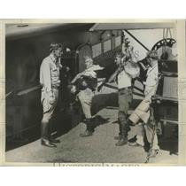 1932 Press Photo Walter E Waters Directs Members of His Army in Loading Food
