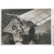 1956 Press Photo Charles Hillburn and Jimmy Banks Holding Worlds Smallest Glider