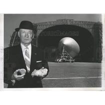1962 Press Photo Dirigibles-Admiral Rosendahl with pieces of Hindenburg