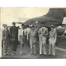 1942 Press Photo Crew Members Ellis M. Trefethen, Lt. John Hegley,Herbert Fisher
