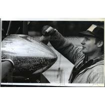 1991 Press Photo Grant Brooks Shines up Chrome Prop Spinner on Beaver Engine