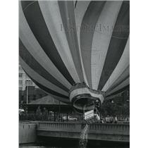 1977 Press Photo Gondola of a balloon carrying Roger Franklin - spa75487