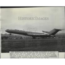 1967 Press Photo First of Boeing's Model 727-200 long body tri-jets takes off
