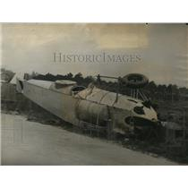 1928 Press Photo airplane flown by Lt. Daza wrecked on highway by automobile
