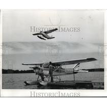 1973 Press Photo Flight Instructor, Merle Patnode Checking Prop of Floatplane