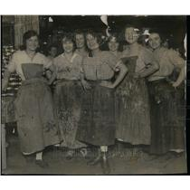 1915 Press Photo Packinghouse Workers Canning Factory - RRU35573