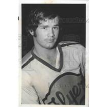 1974 Press Photo Don Dirk-Philadelphia Flyers' Hockey Player Poses for Photo