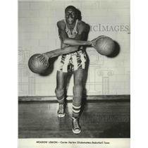 1961 Press Photo Meadow Lemon of Center Harlem Globetrotters Basketball team