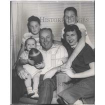 """1958 Press Photo 49ers head football coach, Howard """"Red"""" Hickey & his family"""