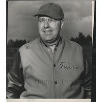 1954 Press Photo Lewis and Clark Tigers track & field coach, Art Frey - sps05245