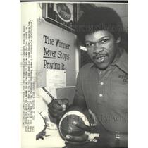 1976 Press Photo Dallas Cowboys football player, Doug Dennison, signs football